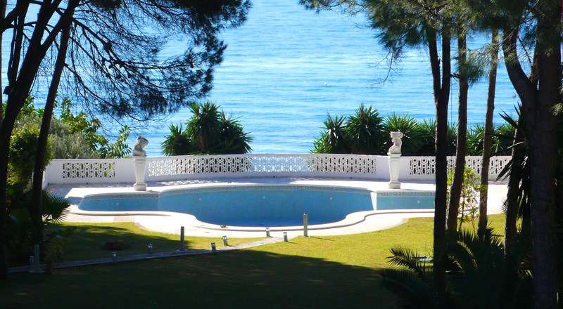 Beachfront villa property for sale, beachside Golden Mile, near Marbella centre