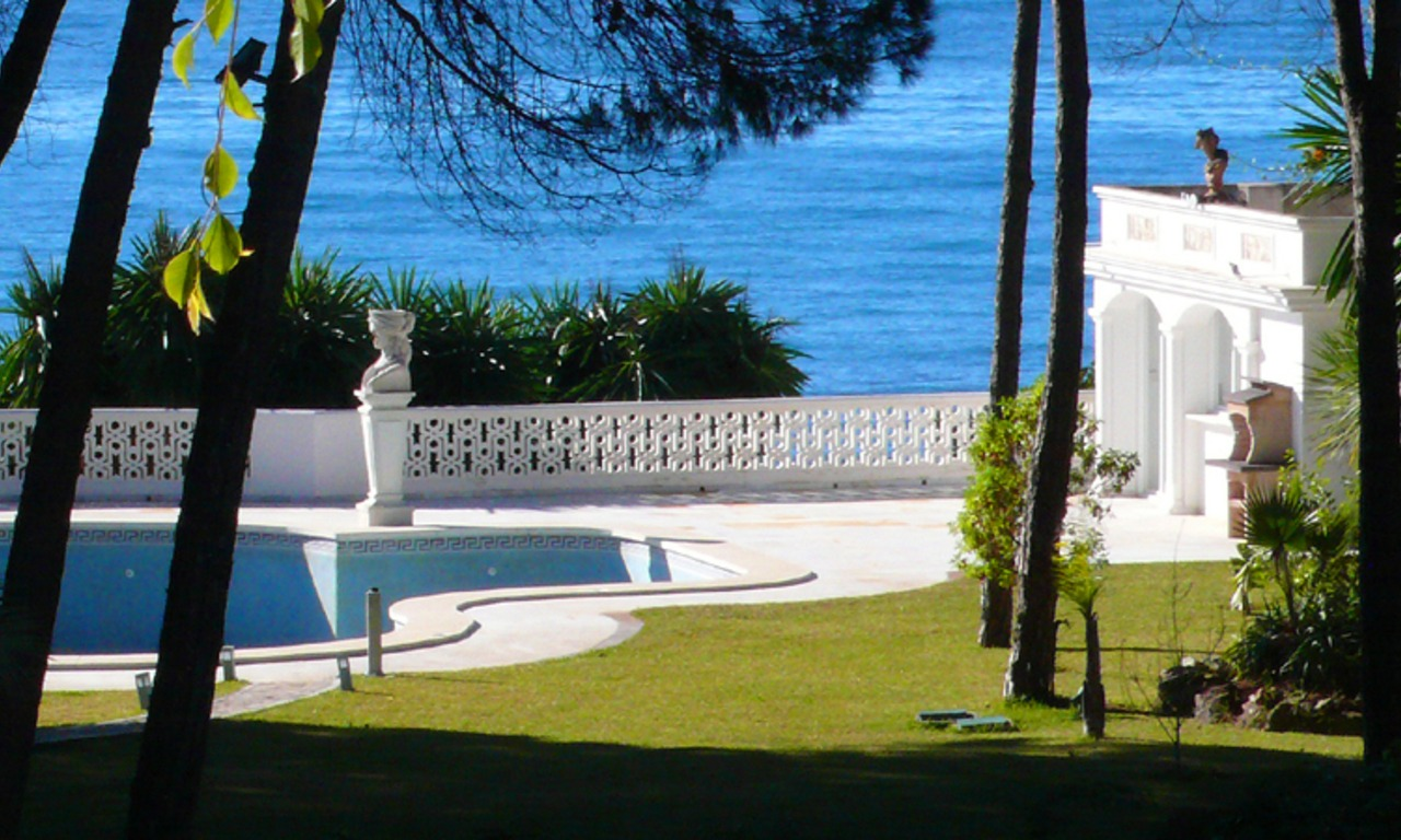 Beachfront villa property for sale, beachside Golden Mile, near Marbella centre 1