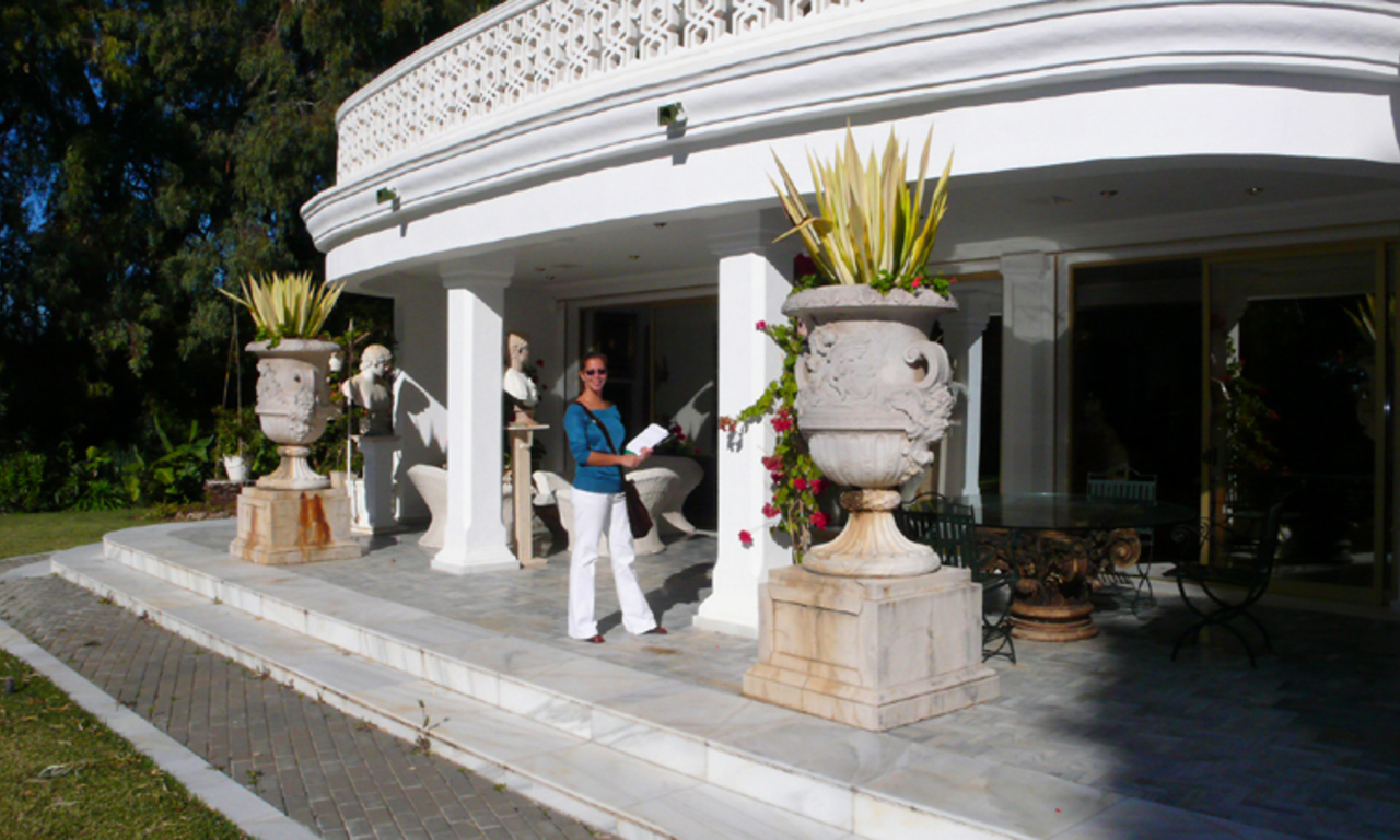 Beachfront villa property for sale, beachside Golden Mile, near Marbella centre 9