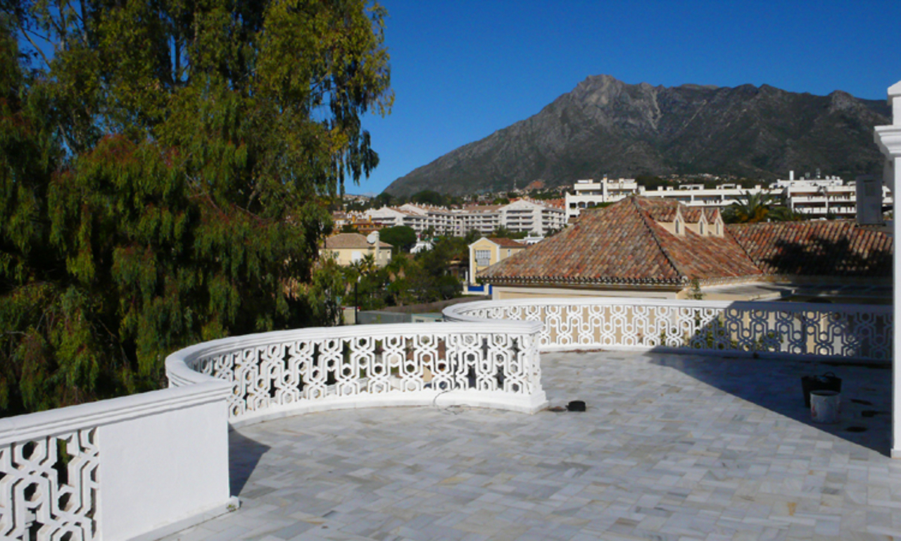Beachfront villa property for sale, beachside Golden Mile, near Marbella centre 12