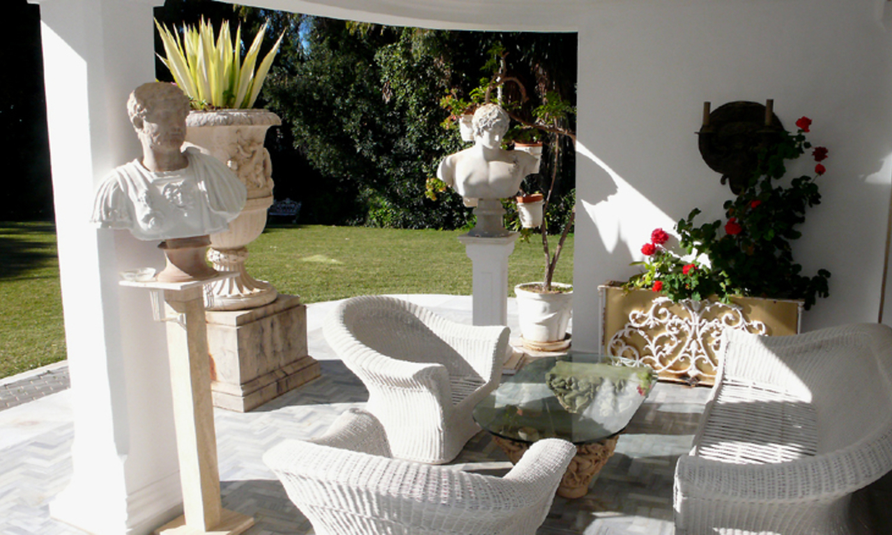 Beachfront villa property for sale, beachside Golden Mile, near Marbella centre 8