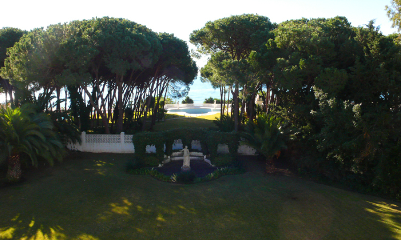 Beachfront villa property for sale, beachside Golden Mile, near Marbella centre 2
