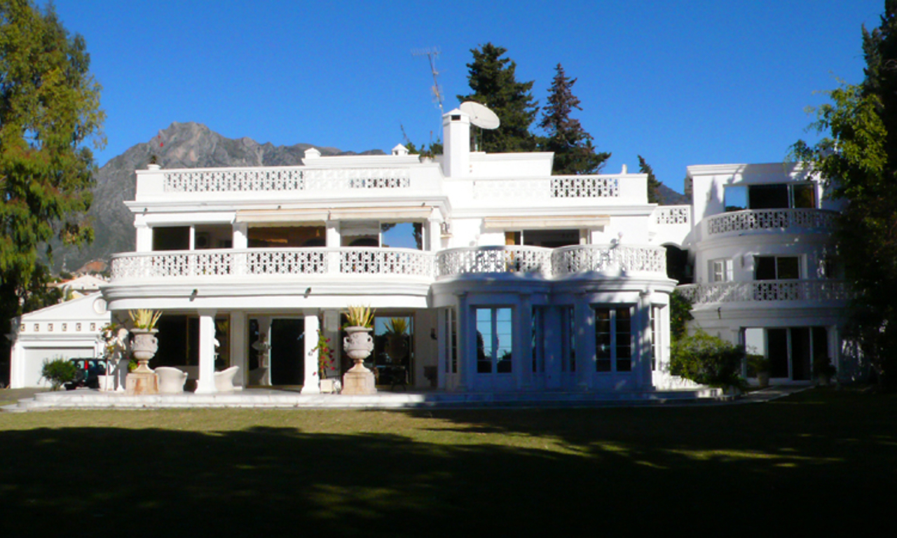 Beachfront villa property for sale, beachside Golden Mile, near Marbella centre 4