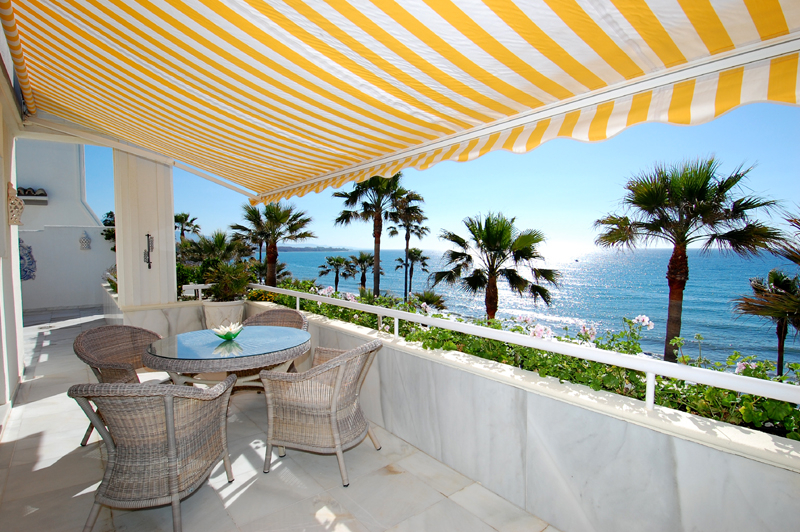 Spacious frontline beach penthouse for sale, New Golden Mile, between Marbella and Estepona.