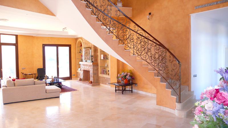 Bargain new luxury villa for sale in la zagaleta benahavis marbella - Trap binnen villa ...