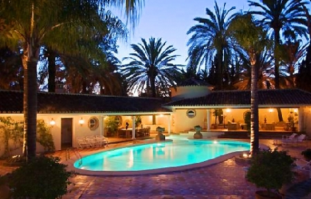 Beachfront villa property for sale in Los Monteros Playa, Marbella 21