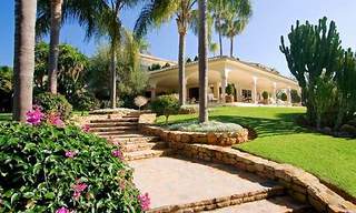Beachfront villa property for sale in Los Monteros Playa, Marbella 2