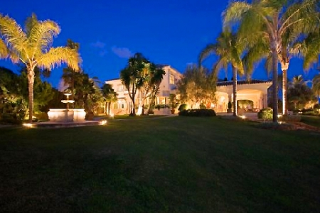 Beachfront villa property for sale in Los Monteros Playa, Marbella 20