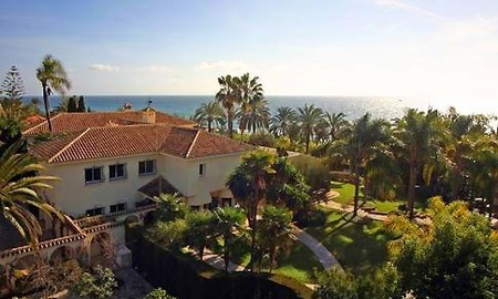Beachfront villa property for sale in Los Monteros Playa, Marbella 0