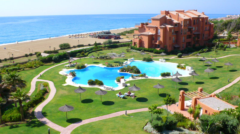 Beachfront apartment penthouse for sale, La Duquesa, Costa del Sol