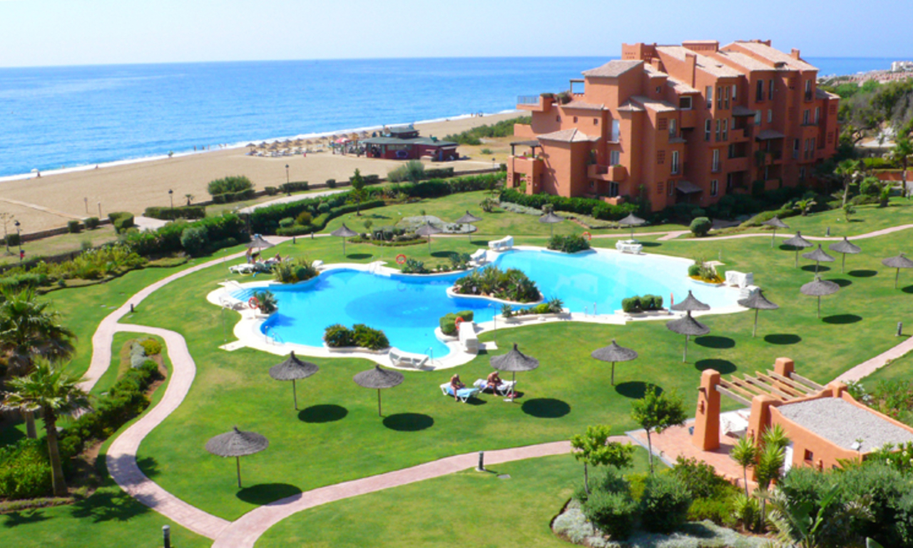 Beachfront apartment penthouse for sale, La Duquesa, Costa del Sol 0