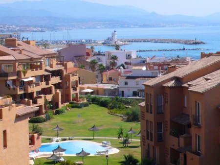 Beachfront apartment penthouse for sale, La Duquesa, Costa del Sol 3
