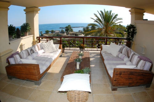 Luxury beachfront apartment for sale in Puerto Banus - Marbella