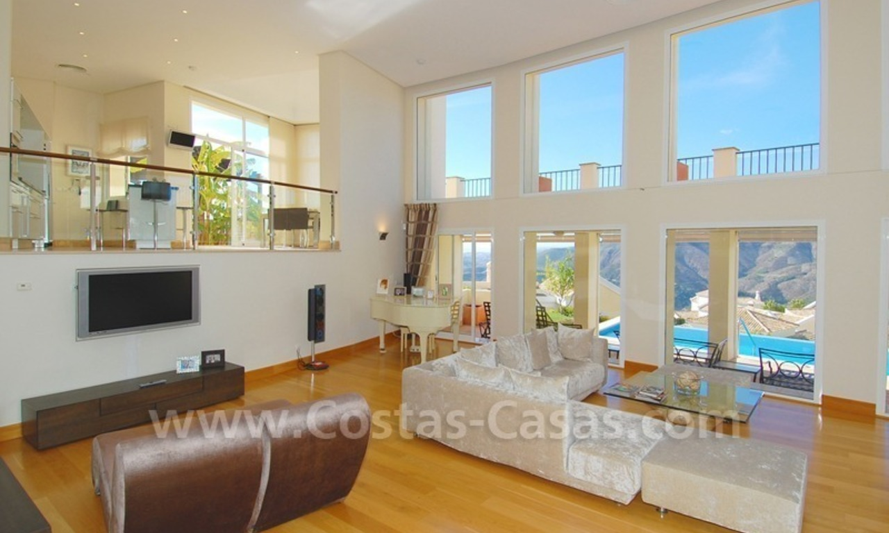 Contemporary style luxury villa for sale in Marbella 8