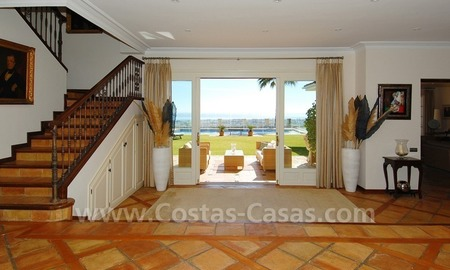 Exclusive villa for sale with a panoramic views, prestigious gated community, Marbella – Benahavis 16