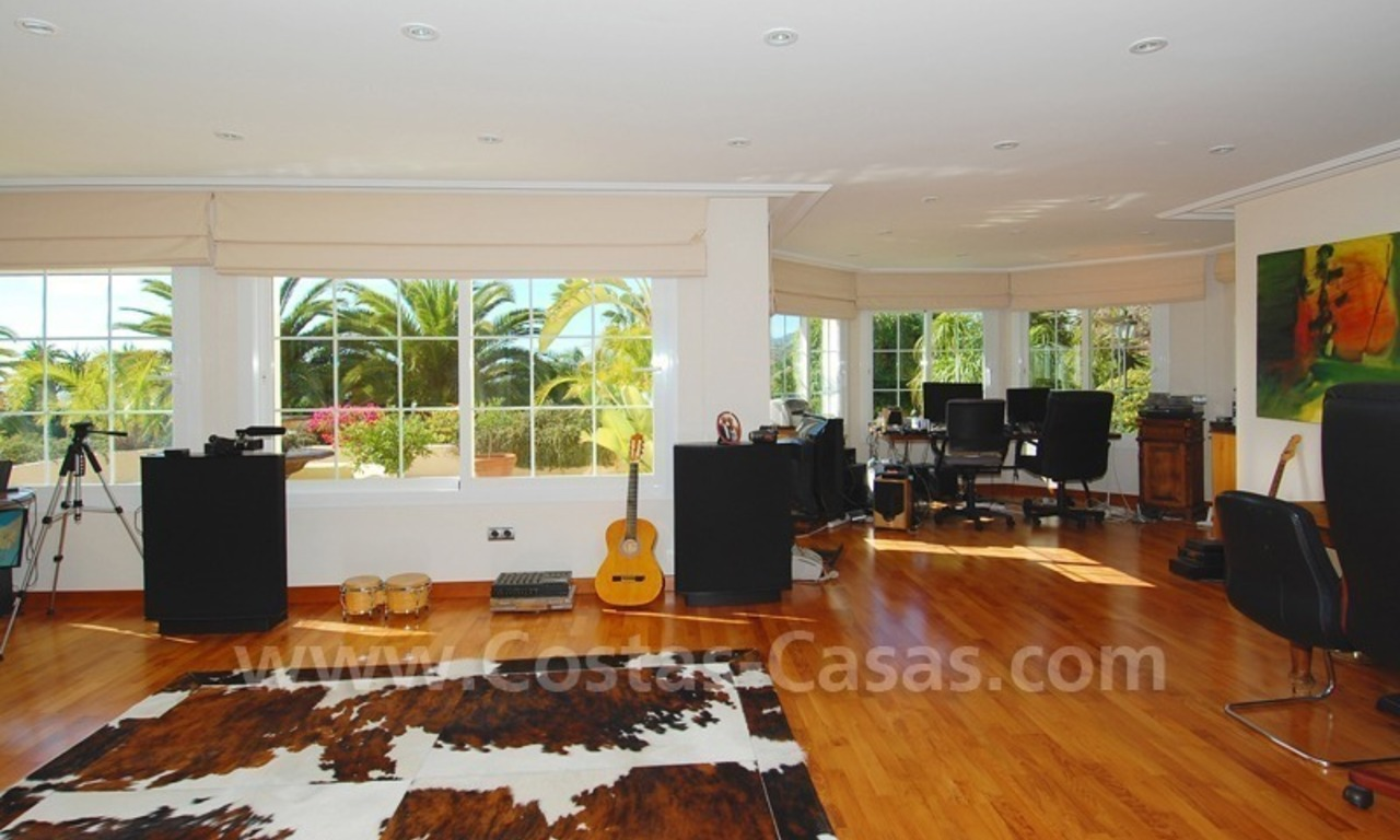 Exclusive villa for sale with a panoramic views, prestigious gated community, Marbella – Benahavis 22