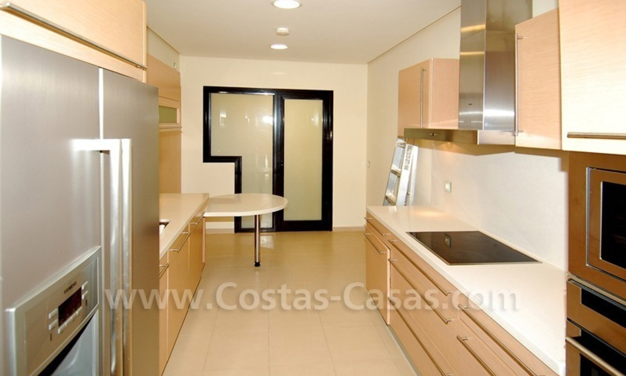 Modern luxury apartment to buy with spectacular sea views, Golf resort Marbella 10