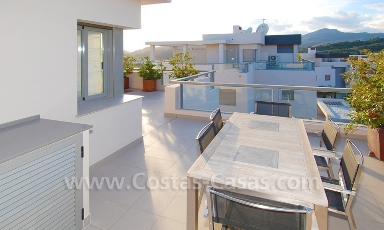 Modern luxury golf apartments with sea views for sale in the area of Marbella - Benahavis 11