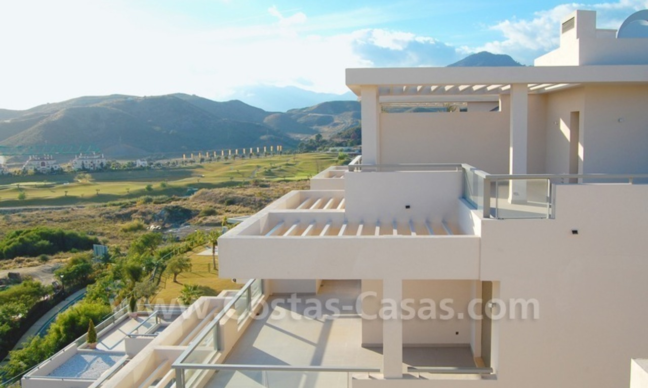 Modern luxury golf apartments with sea views for sale in the area of Marbella - Benahavis 13