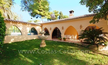 Beachside villa for sale, close to the beach, in Marbella 0