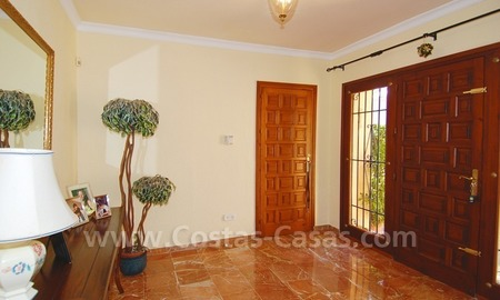 Beachside villa for sale, close to the beach, in Marbella 10