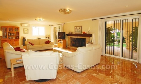 Beachside villa for sale, close to the beach, in Marbella 11