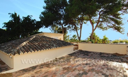 Beachside villa for sale, close to the beach, in Marbella 23