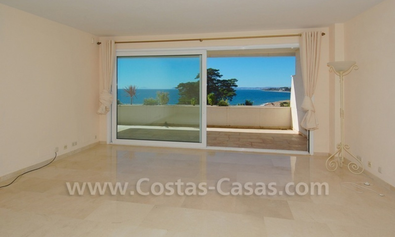Beachfront apartments and penthouse for sale in a front line beach complex on the New Golden Mile, Marbella - Estepona 9