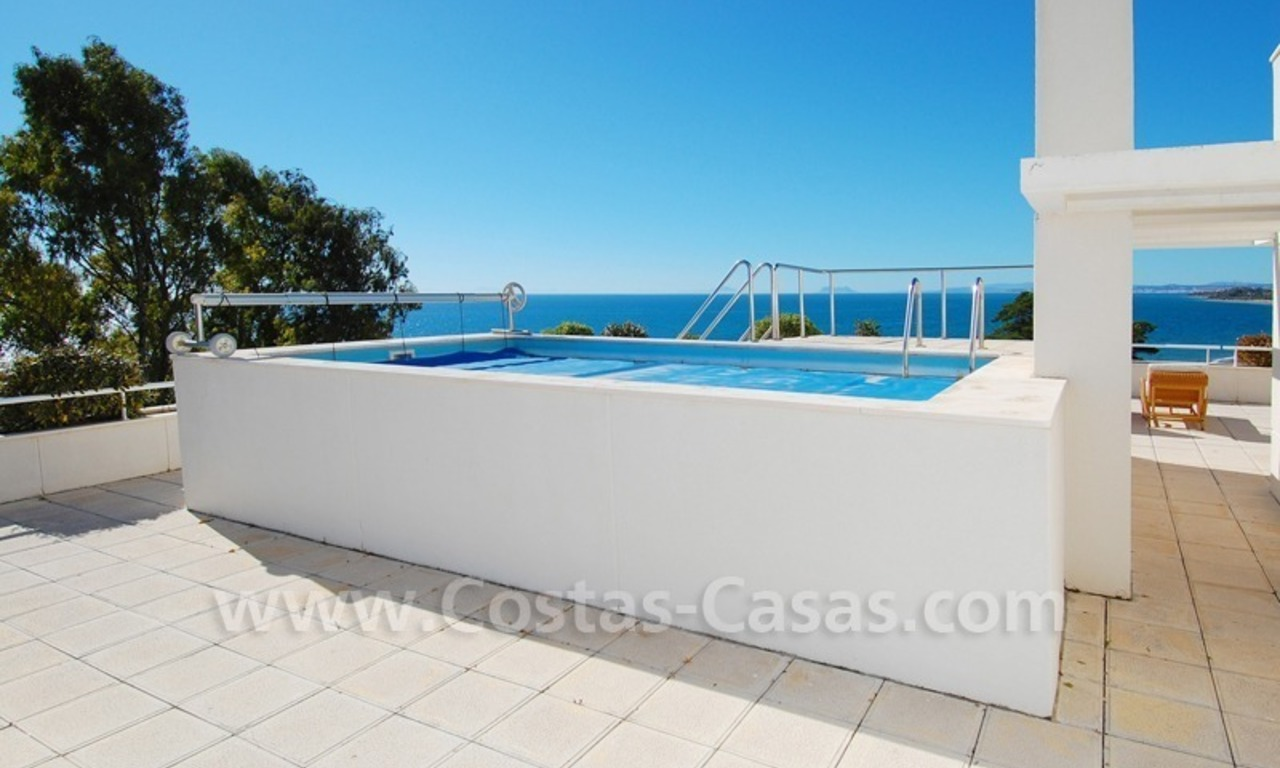 Beachfront apartments and penthouse for sale in a front line beach complex on the New Golden Mile, Marbella - Estepona 8