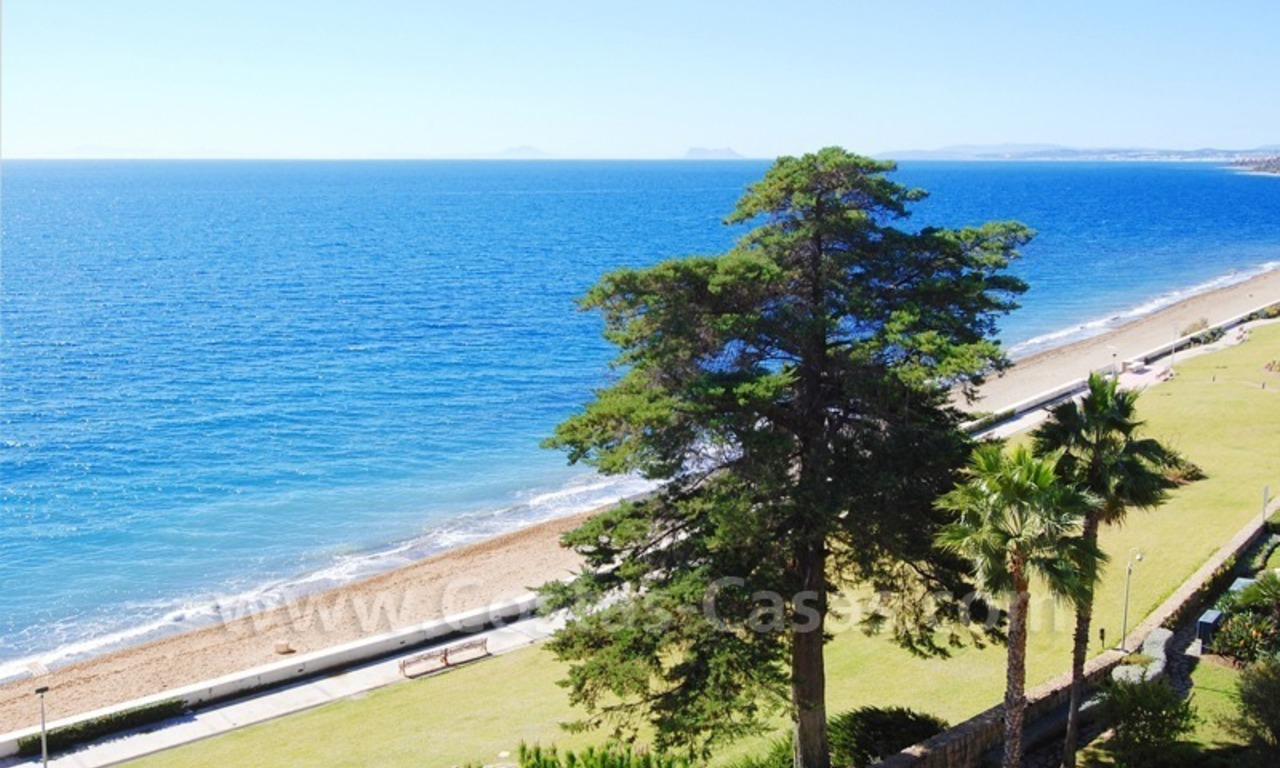 Beachfront apartments and penthouse for sale in a front line beach complex on the New Golden Mile, Marbella - Estepona 3
