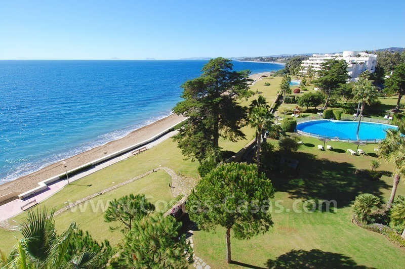 Beachfront apartments and penthouse for sale in a front line beach complex on the New Golden Mile, Marbella - Estepona