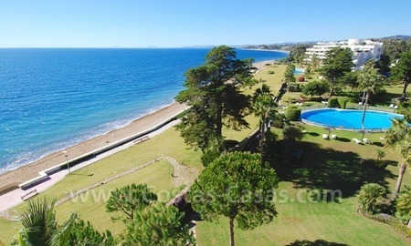 Beachfront apartments and penthouse for sale in a front line beach complex on the New Golden Mile Marbella Estepona