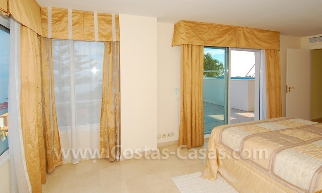 Beachfront apartments and penthouse for sale in a front line beach complex on the New Golden Mile, Marbella - Estepona 11