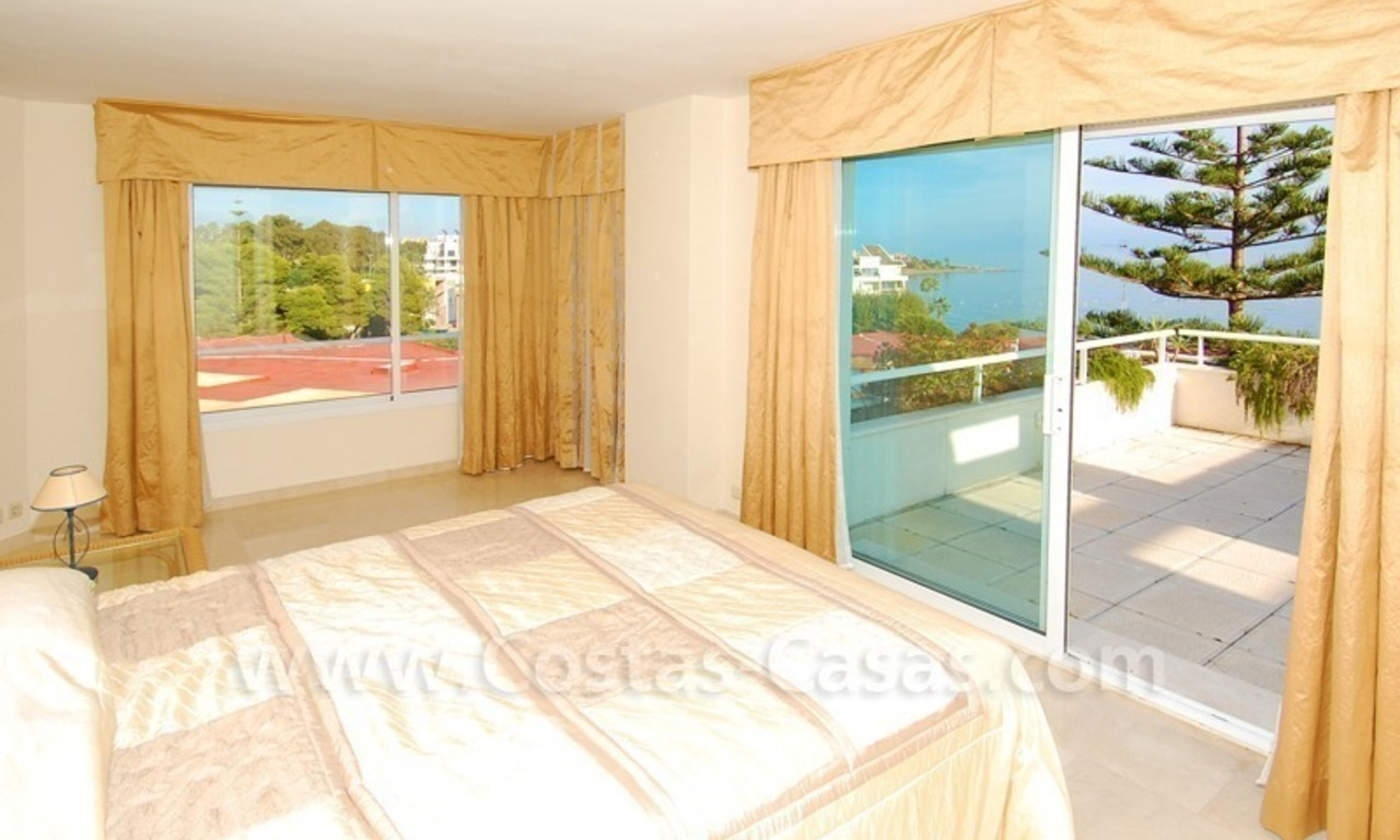 Beachfront apartments and penthouse for sale in a front line beach complex on the New Golden Mile, Marbella - Estepona 12