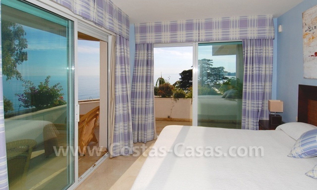Beachfront apartments and penthouse for sale in a front line beach complex on the New Golden Mile, Marbella - Estepona 14