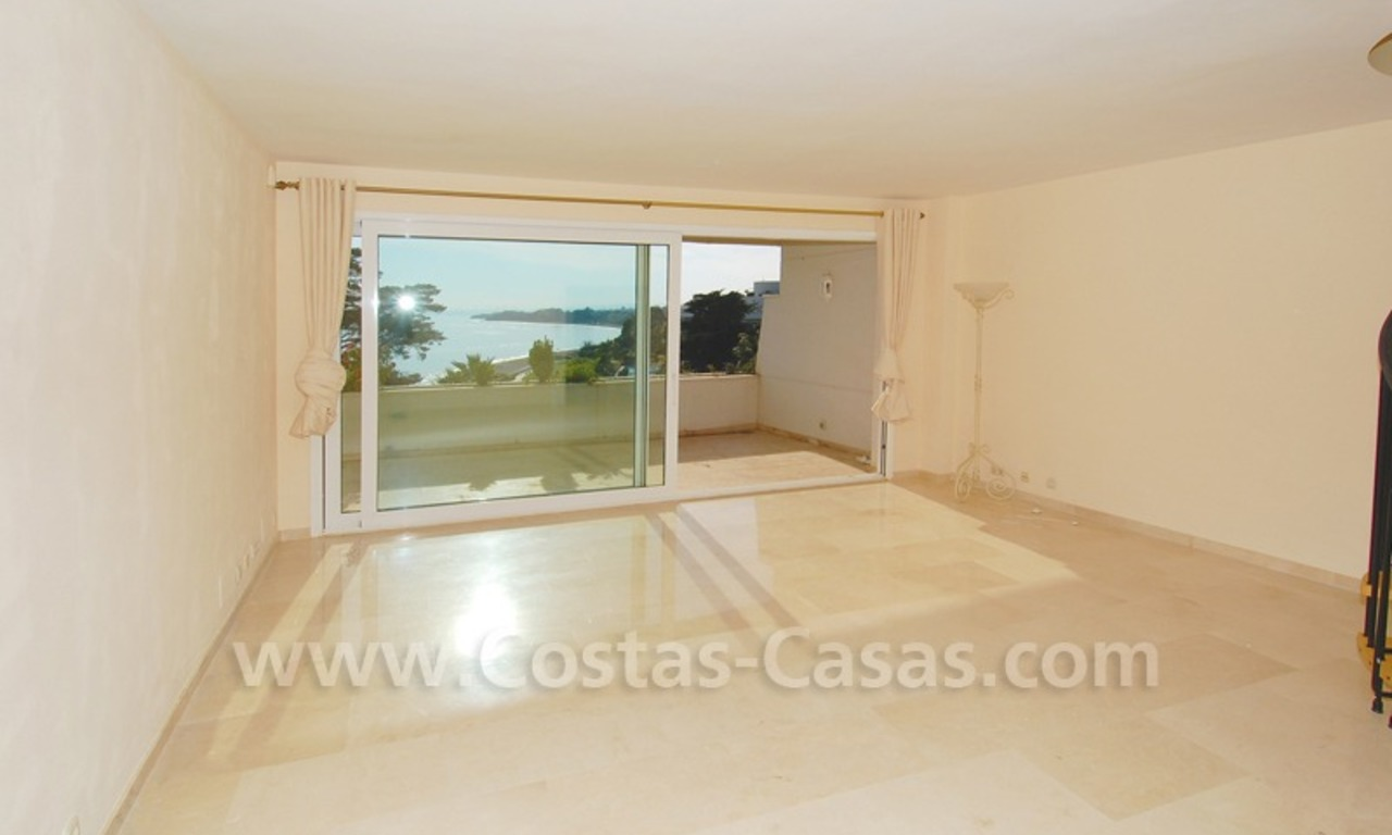 Beachfront apartments and penthouse for sale in a front line beach complex on the New Golden Mile, Marbella - Estepona 10