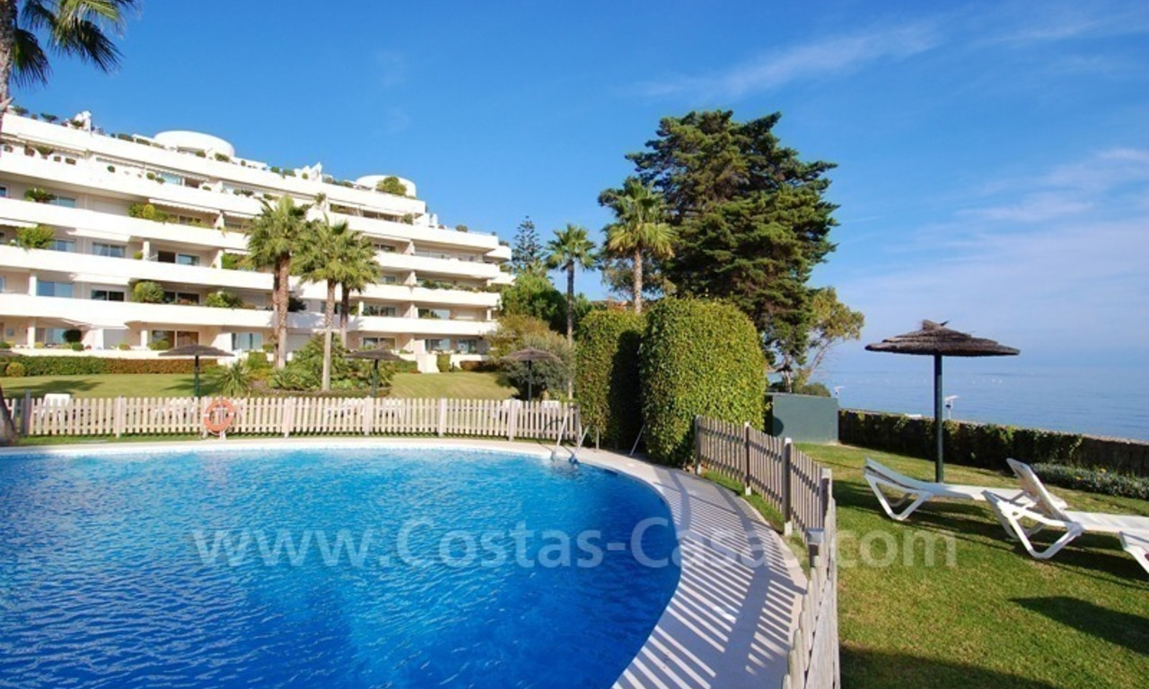Beachfront apartments and penthouse for sale in a front line beach complex on the New Golden Mile, Marbella - Estepona 23