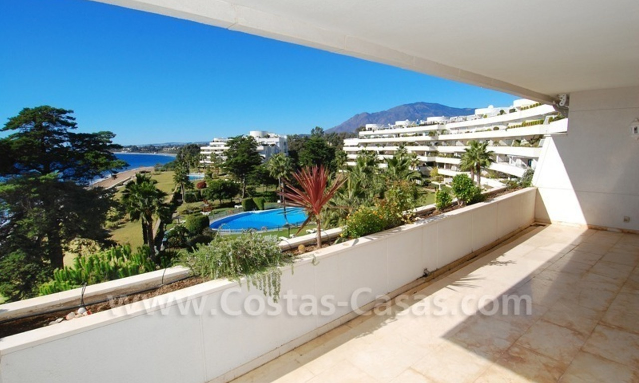 Beachfront apartments and penthouse for sale in a front line beach complex on the New Golden Mile, Marbella - Estepona 5