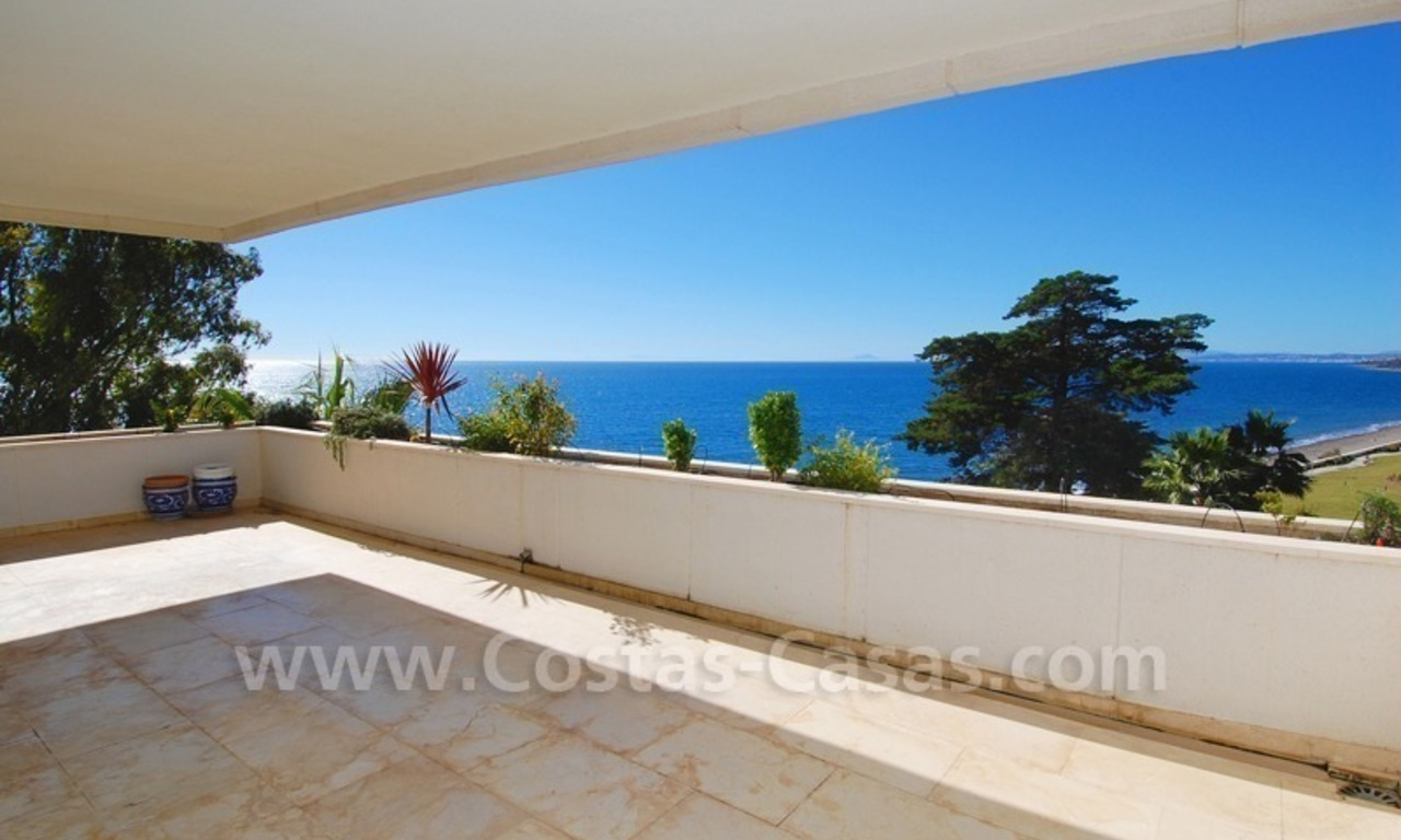 Beachfront apartments and penthouse for sale in a front line beach complex on the New Golden Mile, Marbella - Estepona 6