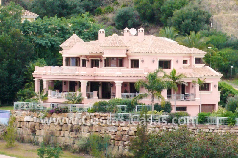 Large exclusive first line golf mansion villa for sale in Marbella – Benahavis.