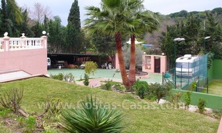 Huge beachside villa with guesthouses for sale close to the beach in Eastern Marbella 4