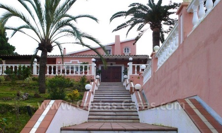 Huge beachside villa with guesthouses for sale close to the beach in Eastern Marbella 2