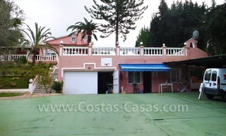 Huge beachside villa with guesthouses for sale close to the beach in Eastern Marbella 1