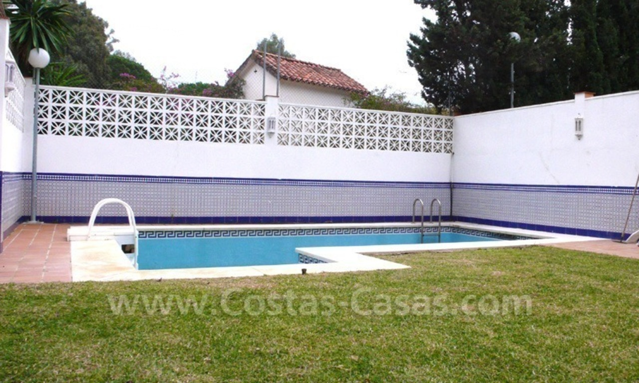 Huge beachside villa with guesthouses for sale close to the beach in Eastern Marbella 11