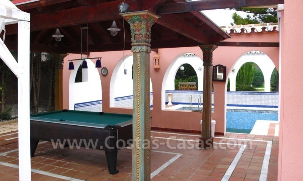 Huge beachside villa with guesthouses for sale close to the beach in Eastern Marbella 12