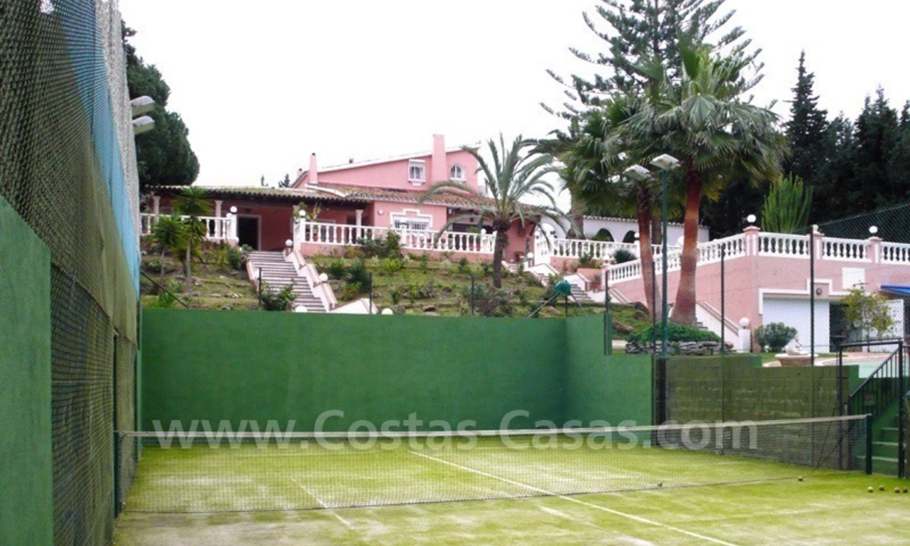 Huge beachside villa with guesthouses for sale close to the beach in Eastern Marbella 6