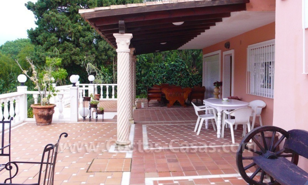 Huge beachside villa with guesthouses for sale close to the beach in Eastern Marbella 10
