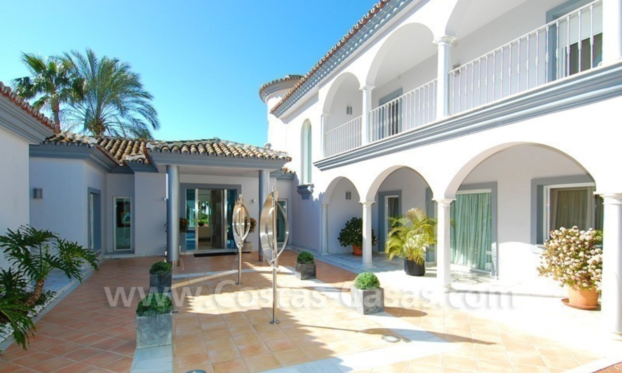 Breathtaking immaculate contemporary style villa for sale in Marbella 7
