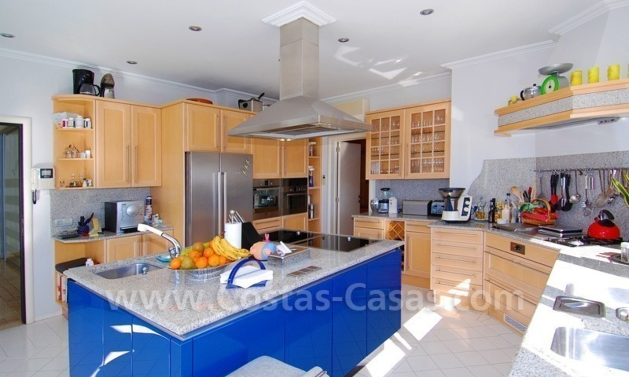 Breathtaking immaculate contemporary style villa for sale in Marbella 19