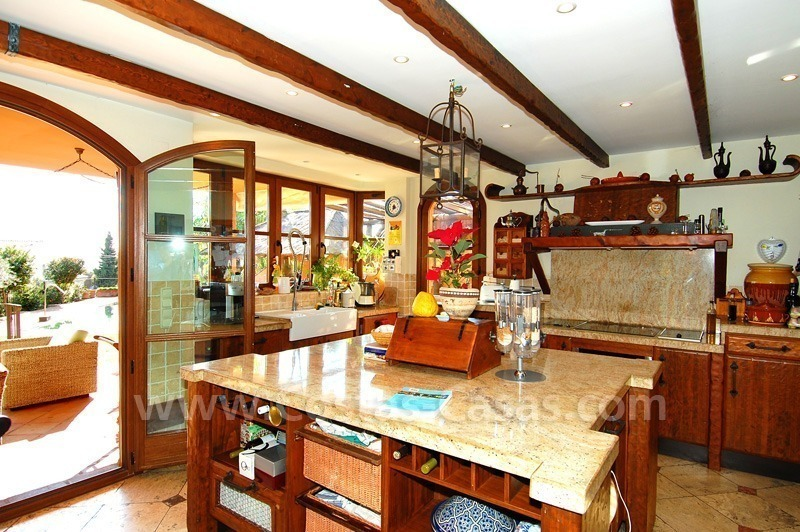Charming beachside detached villa for sale in Eastern Marbella 9